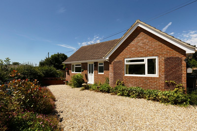 'Lilac Lea'- Bungalow for two in rural setting, holiday rental in Winterborne Whitechurch
