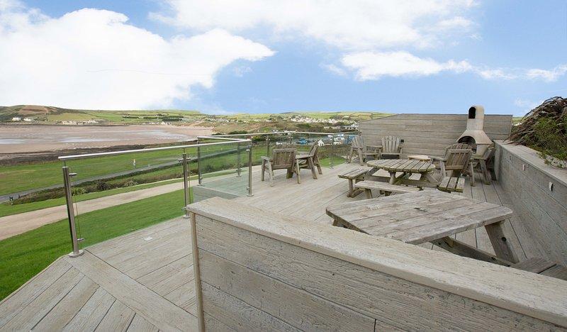 Stables & Breeze | 6 Bedrooms / Sleeps 13 | Sea Views, holiday rental in Braunton