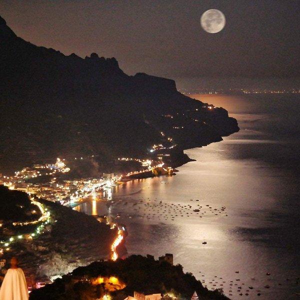 La côte amalfitaine par nuit