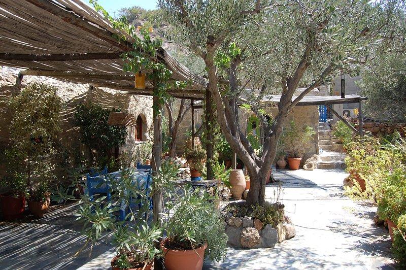 Stone House, vacation rental in Koutsouras