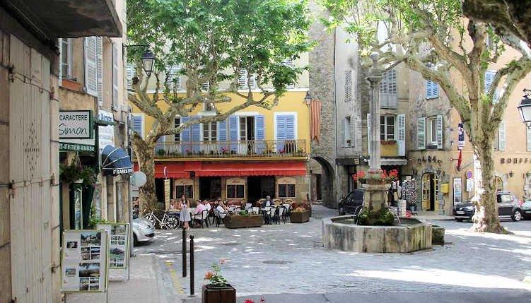Var holiday gite in Provence France with terrace, sleeps 6, location de vacances à Bargemon