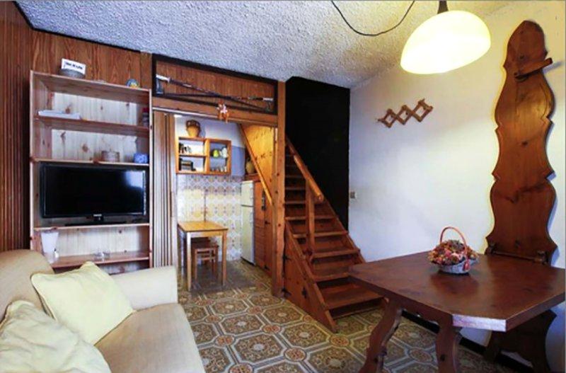 Livingroom, stairs to bedroom