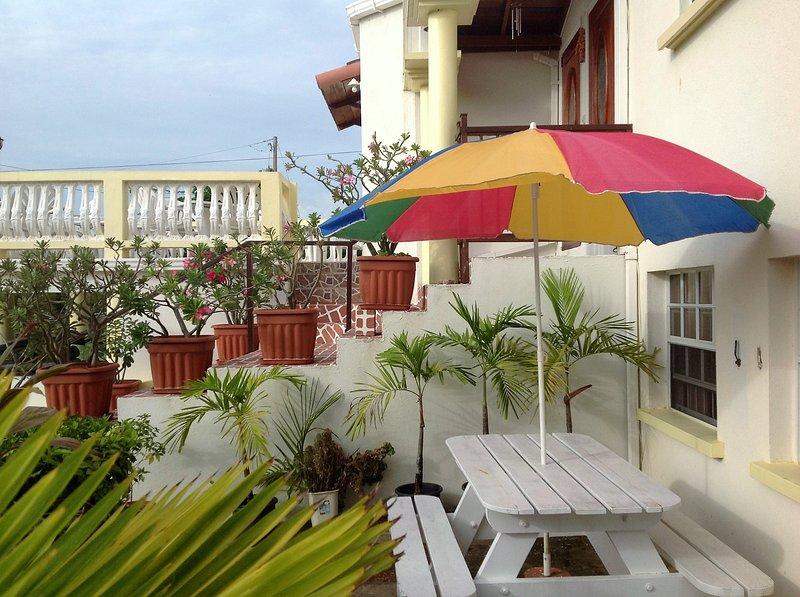 Palm Paradise One Bedroom Apartment sleeps 4, holiday rental in Saint James Parish