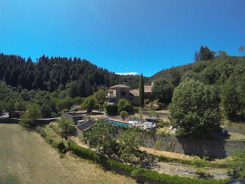 Situazione tranquilla in valle spettacolare del Parco Nazionale Cevennes.
