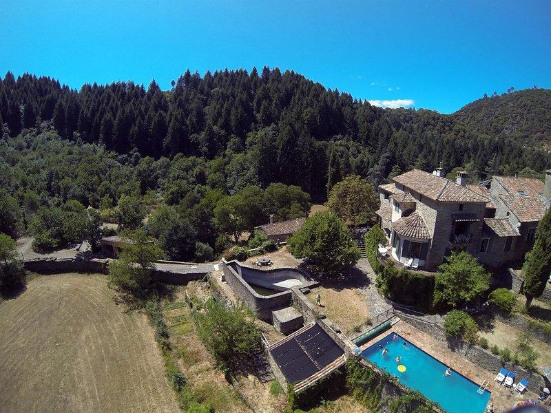 Vista della piscina e Chateau