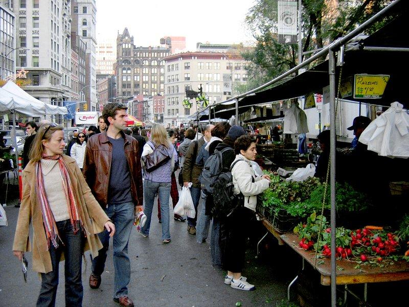 O outdoor Greenmarket Farmers Market, realizada quatro dias por semana (Union Square)