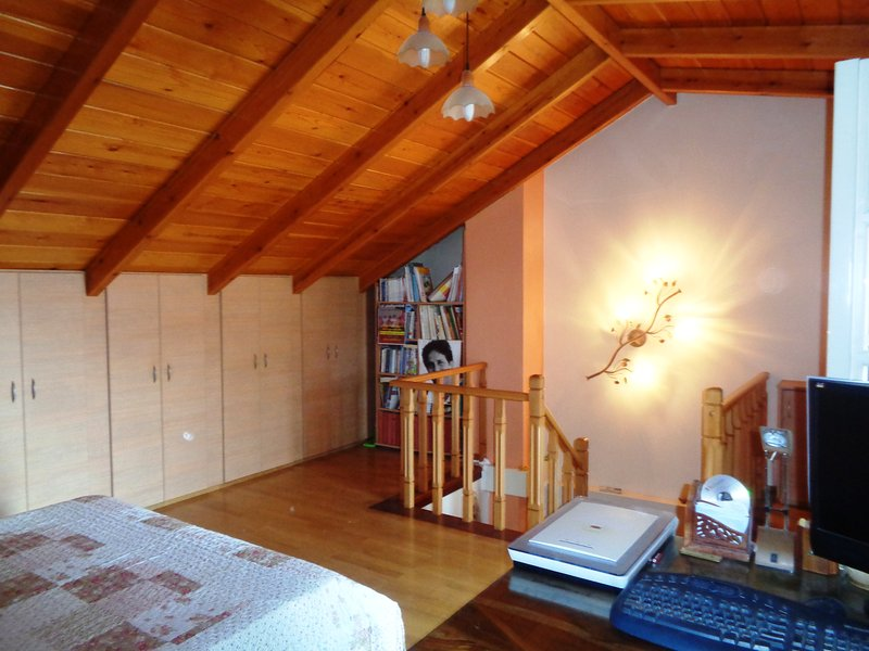 Historic center home next to Castle and Lake, location de vacances à Ioannina