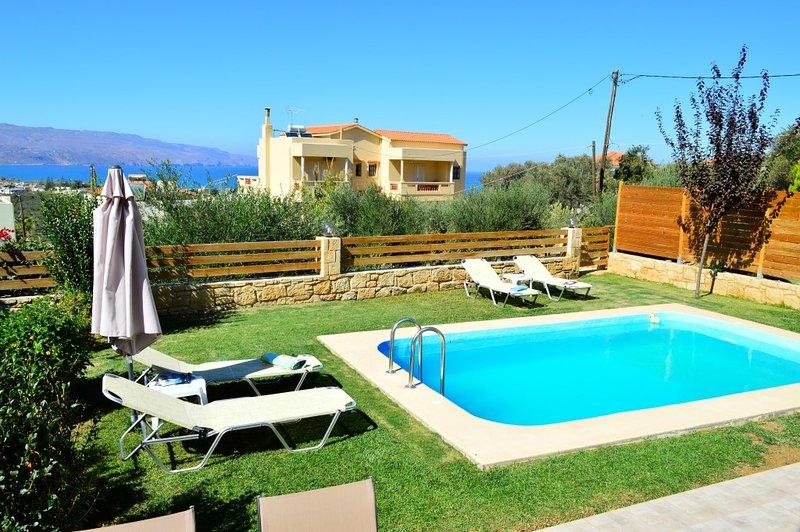 piscine privée et repas en plein air