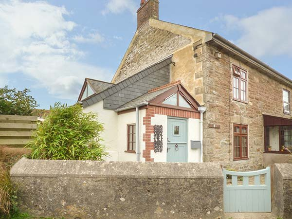VICTORIA COTTAGE, traditional cornish cottage, pet-friendly, WiFi, Newquay, Ref, casa vacanza a St Newlyn East