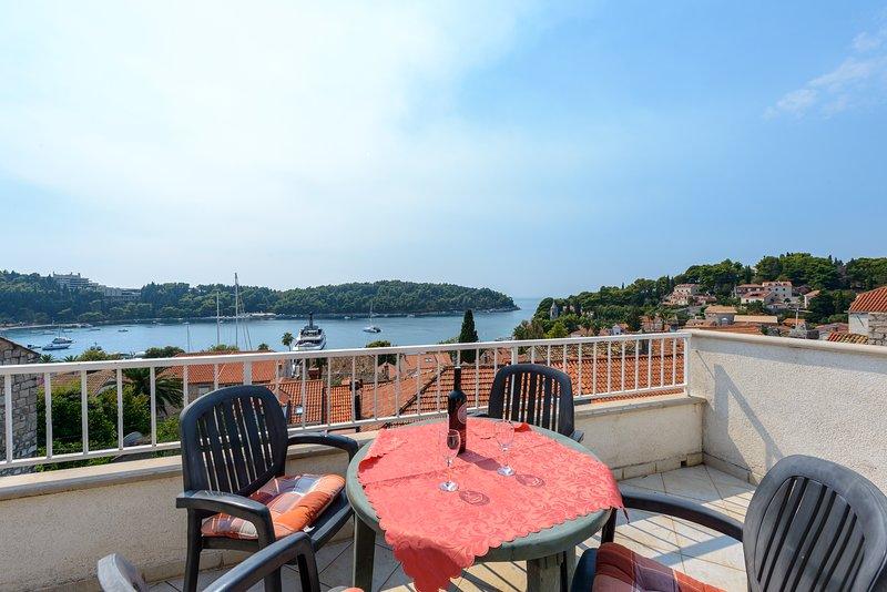 Möbliert Balkon geeignet für Mahlzeiten im Freien