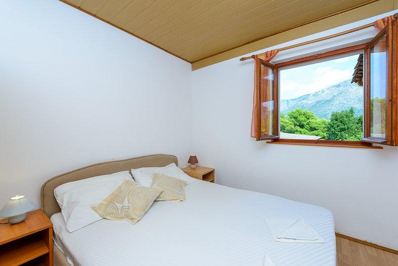 Schlafzimmer mit Doppelbett