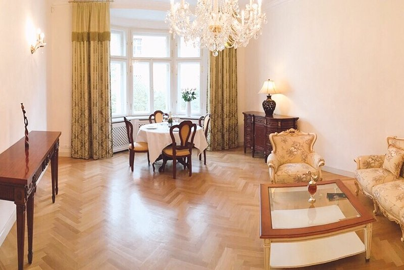 Gorgeous apartment in the very heart of old Prague, holiday rental in Roztoky