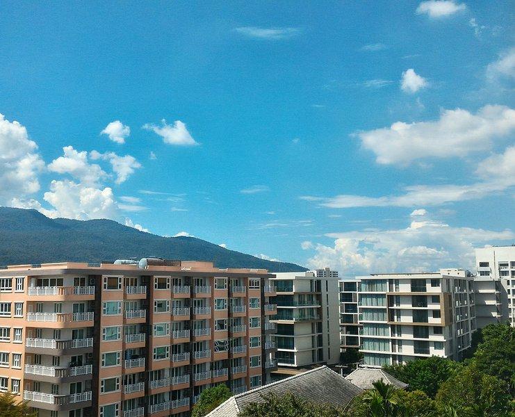 Vista de la montaña desde la esquina de la habitación