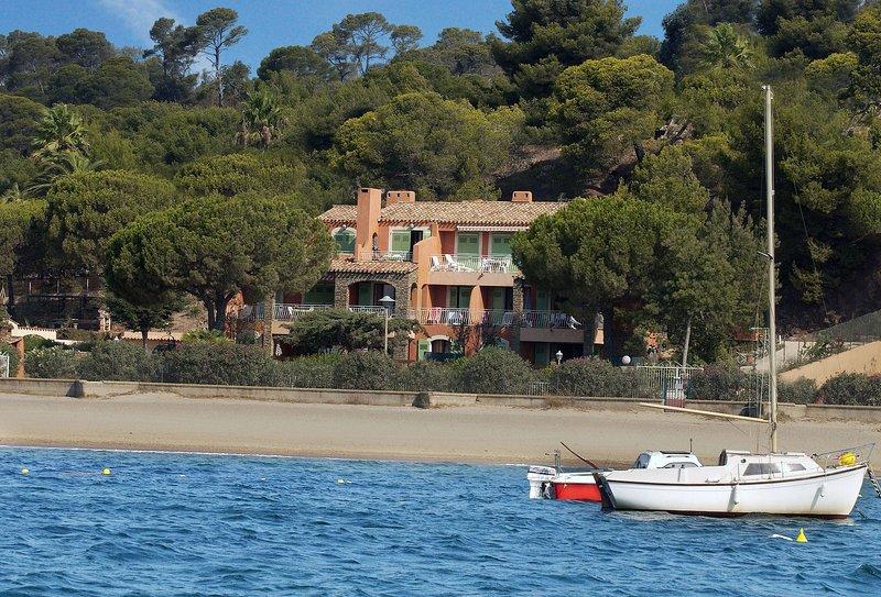 Résidence de vacances VILLA L'ENSOLEILLADE: La villa vue de la mer