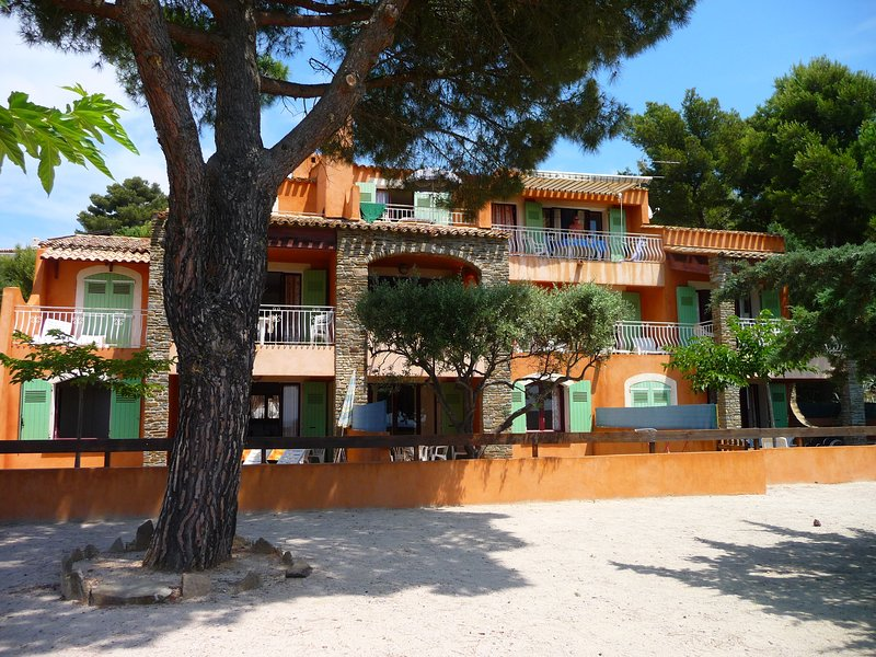 The holiday residence VILLA ENSOLEILLADE: Apartments