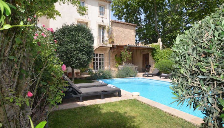 Holiday gites with private pool, Aumes South France, sleeps 12, holiday rental in Cazouls d'Herault