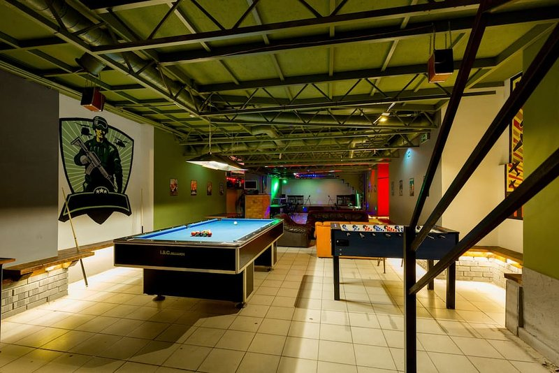 Bachelor Bar: Stag Do it Here! / PrivatePartyPlace, vacation rental in Budapest