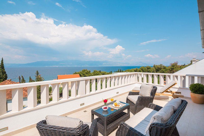 Villa Zavoreo - private pool, BBQ, just 100 m from the beach, stunning sea views, vacation rental in Sutivan