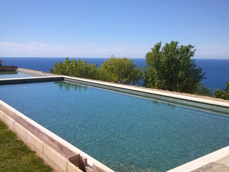 AMAZING SEA VIEWS AND BIG SWIMMING-POOL, holiday rental in Majorca