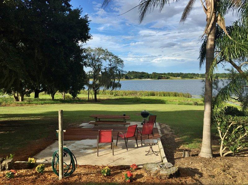 Este bangalô em estilo da Flórida de 1920 tem vista para o sereno Lago Starr.