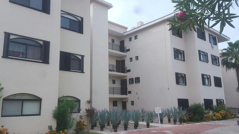 Beautiful apartment in Puerto Aventuras, vacation rental in Xpu-Ha
