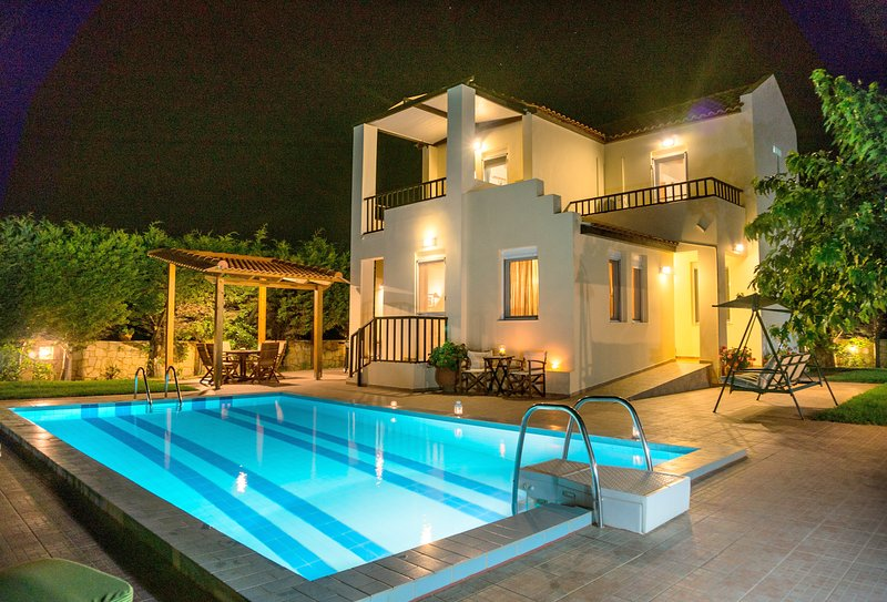 Villa HELIOS romance by night