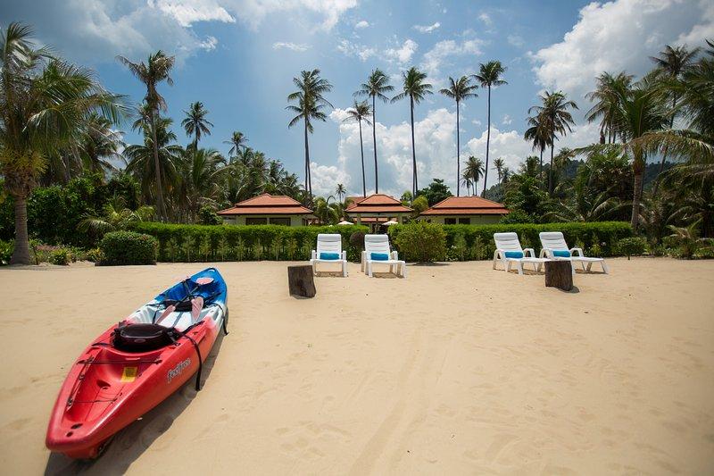 Stunning Beach Retreat with staff, vacation rental in Laem Set