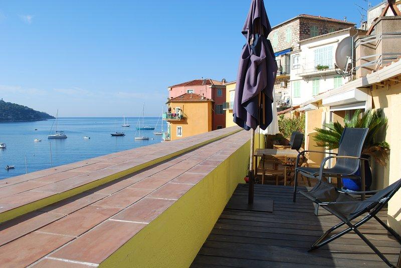 Vast terrace overlooking the entire bay of Villefranche