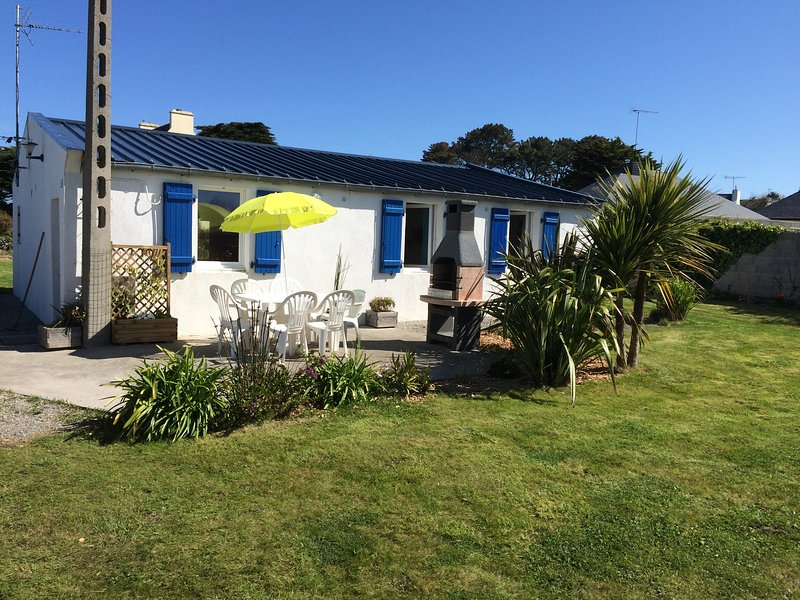 Gîte ty hent houarn - plain pied bord de mer, holiday rental in Finistere