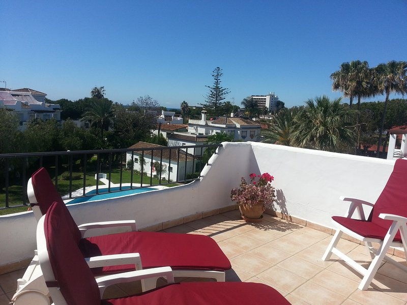 View to garden/pool from your roofterrace