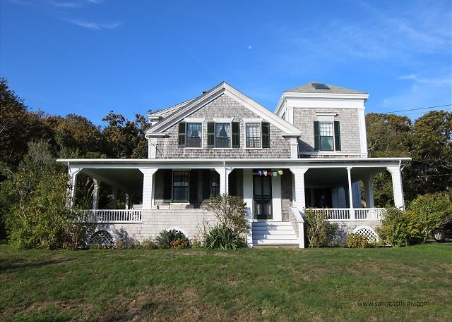 Quintessential West Chop Home with Beach Access, alquiler vacacional en Vineyard Haven