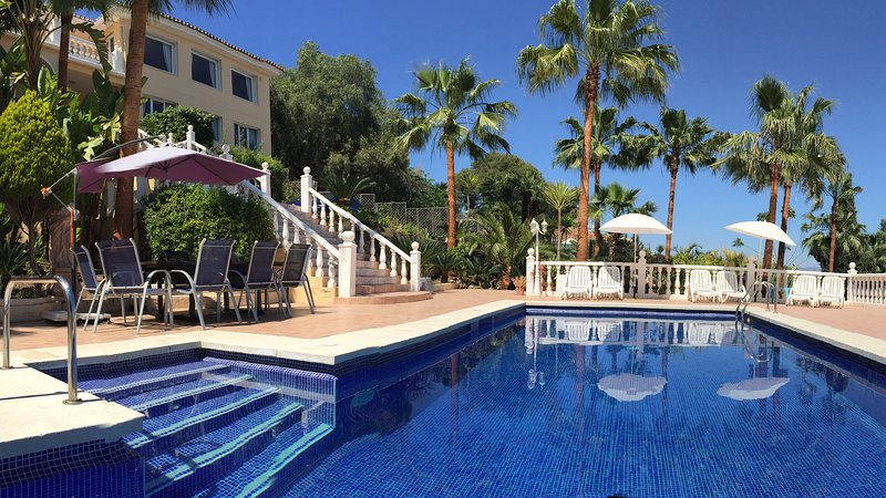 Exclusive villa on the Costa del Sol, 12-16 guests, location de vacances à Torremolinos