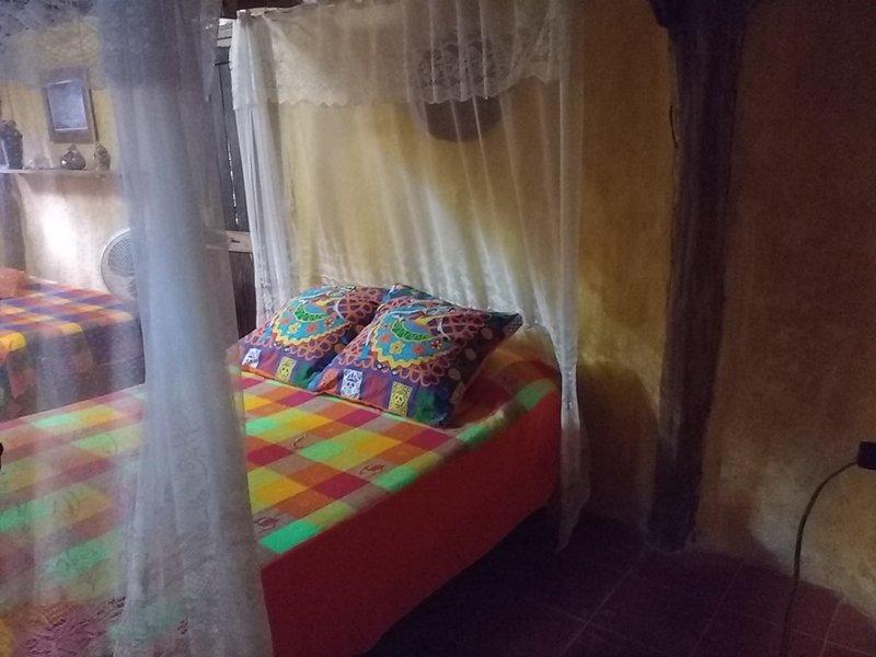 Casitas Kinsol Room # 8 - Uma cabana maia autêntica, com um telhado de palha - com uma cama de casal