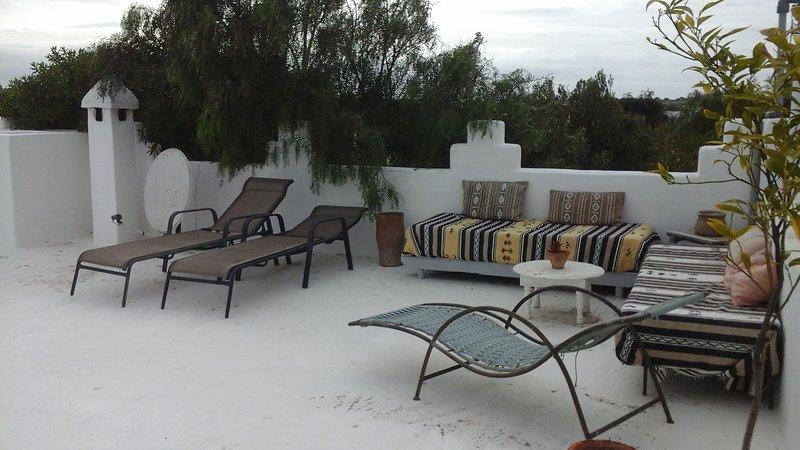 Chambre sur terrasse avec vue sur la forêt d'argan, aluguéis de temporada em Sidi Kaouki