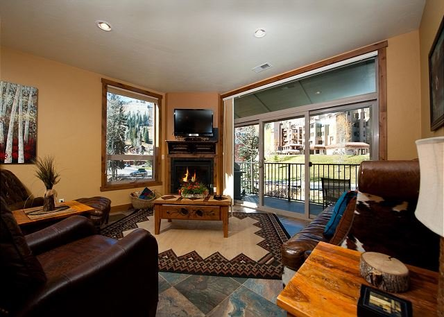 New Luxury Condo Steps to Lifts - Professionally Decorated, holiday rental in Durango