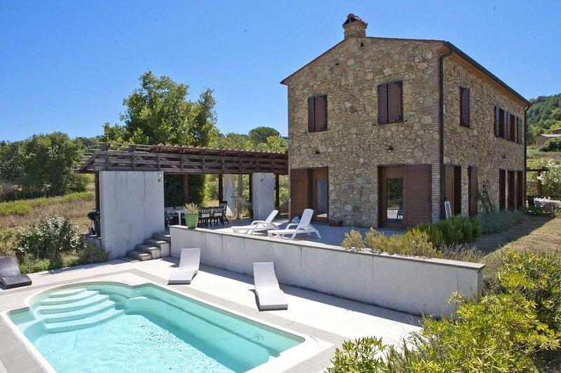 TUSCANY FOREVER PRIVATE VILLA ACQUAVIVA, holiday rental in Montescudaio