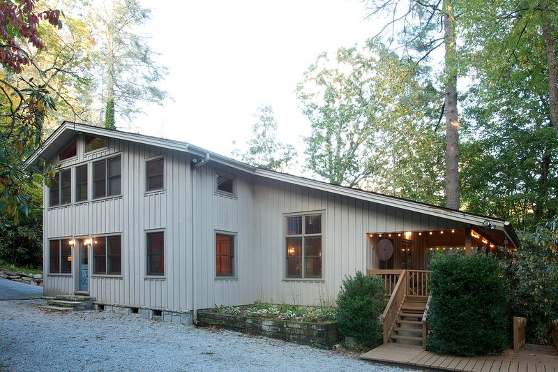 Beautiful Lakefront Cabin In Highlands Nc Has Grill And