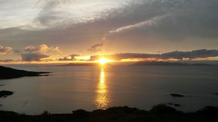 Holiday on the beautiful coast of West Lochaber in the delightful fishing village of Mallaig