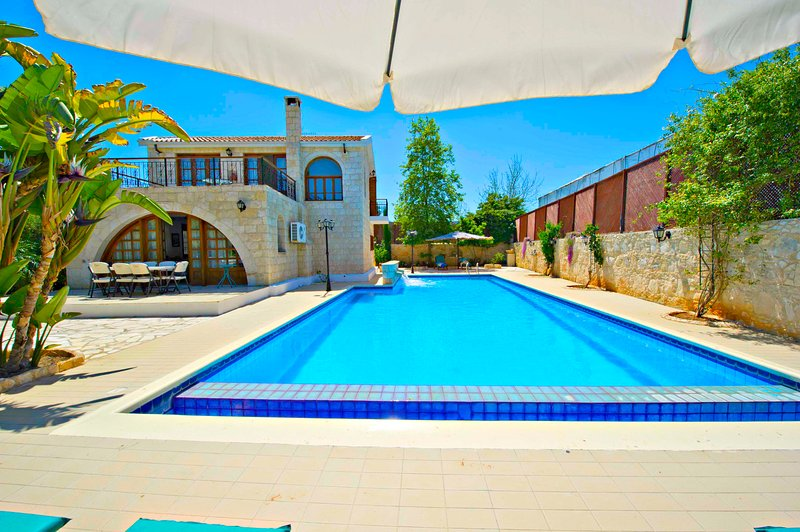 Oustanding Villa - Huge Pool -Childrens Playground, vacation rental in Limni
