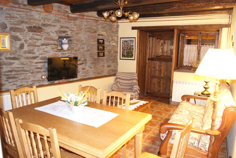 CASA BELL, vacation rental in Ozuela