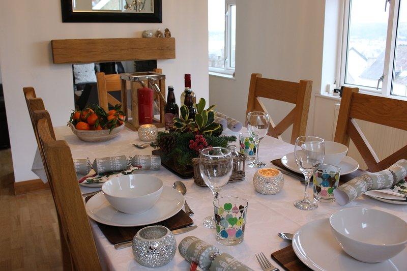 Laat het ons weten als u een speciale gelegenheid en wij doen de eettafel overeenkomstig instellen