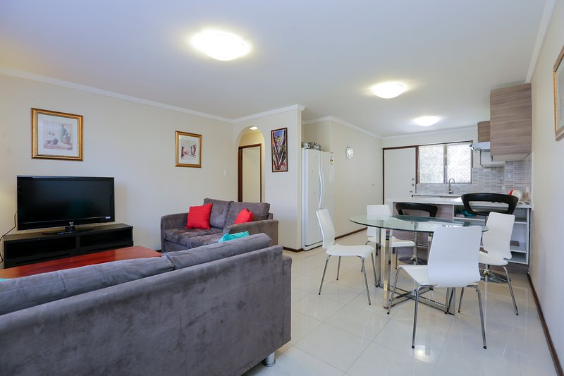 Execellent 2BRM Apartment Six-2mins to cafes shops, vacation rental in Shelley