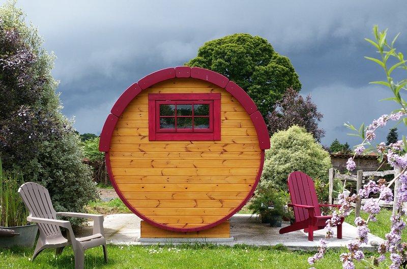 Le Tonneau des Amoureux, vacation rental in La Lucerne-d'Outremer