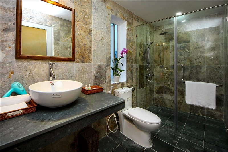 bath room with modern amenities annd private bath room
