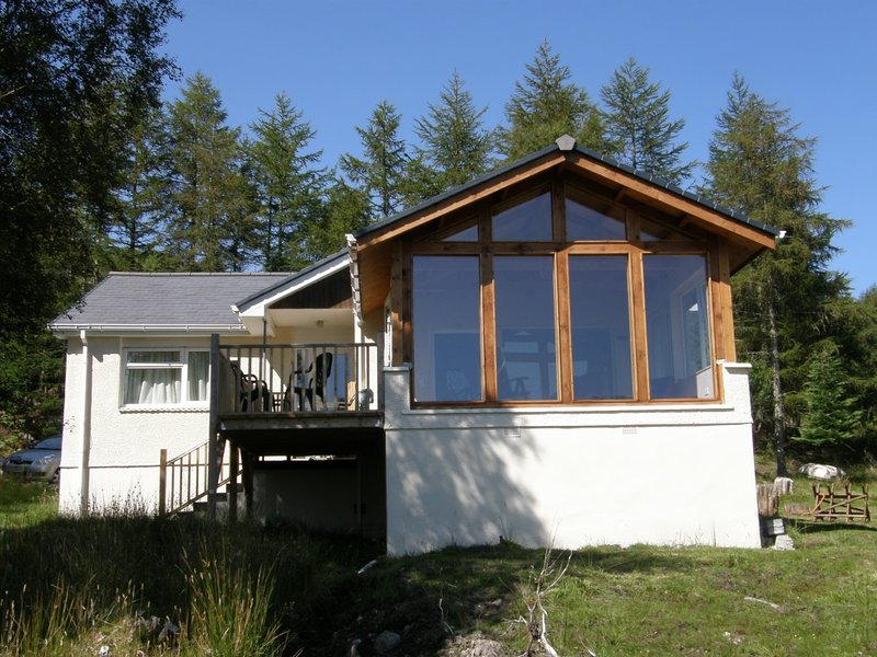 Hoki Mai, Luxury south-facing cottage with views to its own lochan and surrounding hills.
