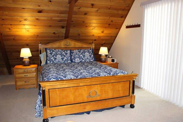 cama de matrimonio en la planta superior