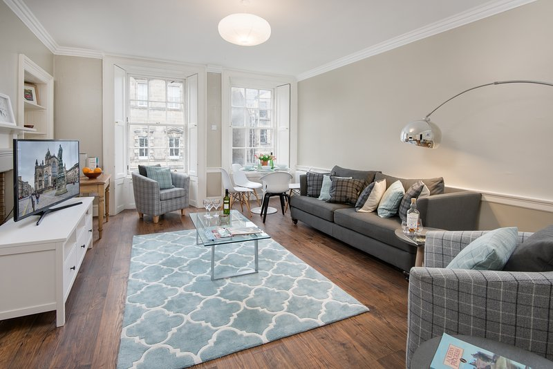 Newly renovated 3-bed flat – heart of the city, alquiler de vacaciones en Edimburgo