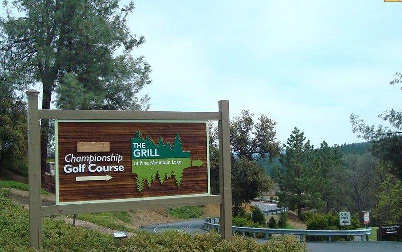 El campo de golf y Grill abierto los 7 días a la semana