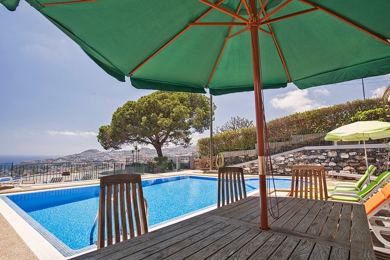 Fantastic view to Funchal!, vacation rental in Funchal