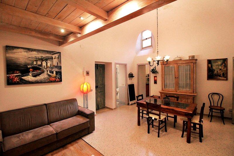Denna gamla och charmiga lägenhet var min farfars studio, född 1899!